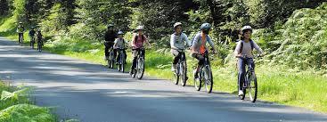 Enfants à vélo en colo.jpg