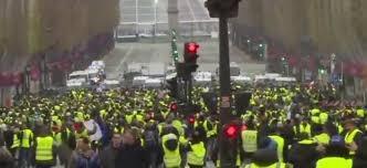 Champs-élysées Manifestation gilets jaunes.jpg