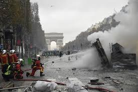 Champs-élysées Canons à eau.jpg